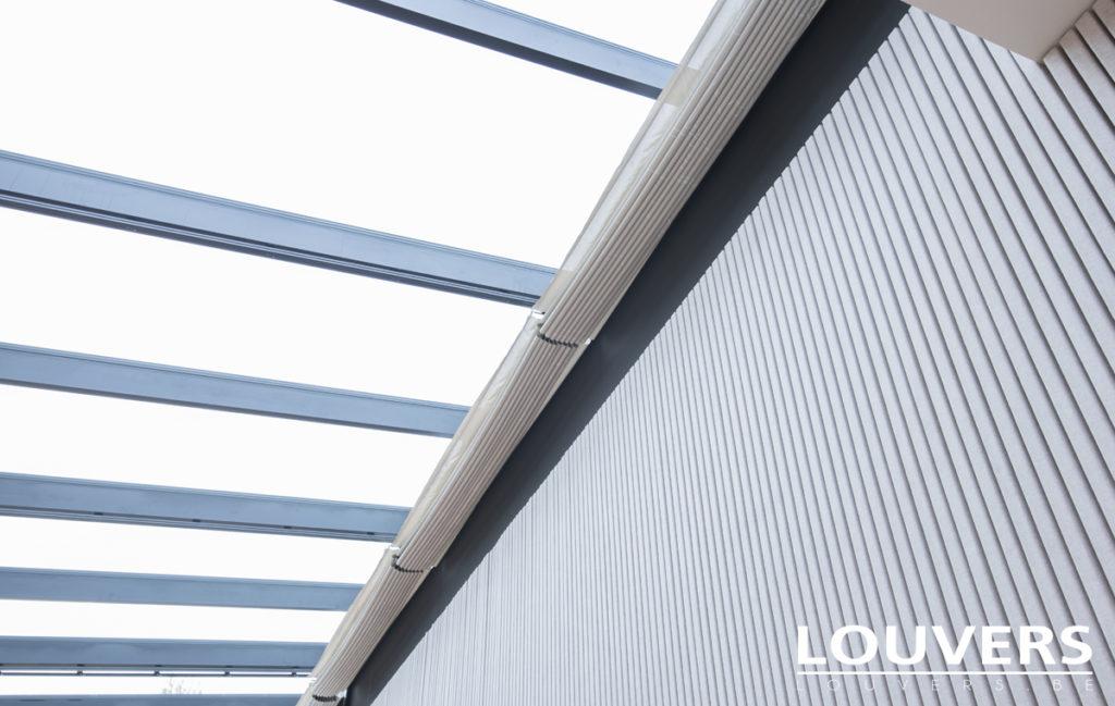 protection solaire pour grande verrière Louvers